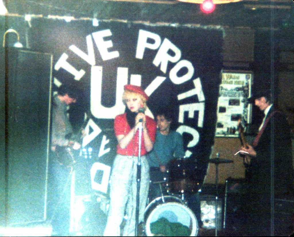 Pneumania line-up 2 - live in Stevenage 4 January 1981